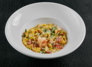 Феттуччини с креветками в сливочном соусе